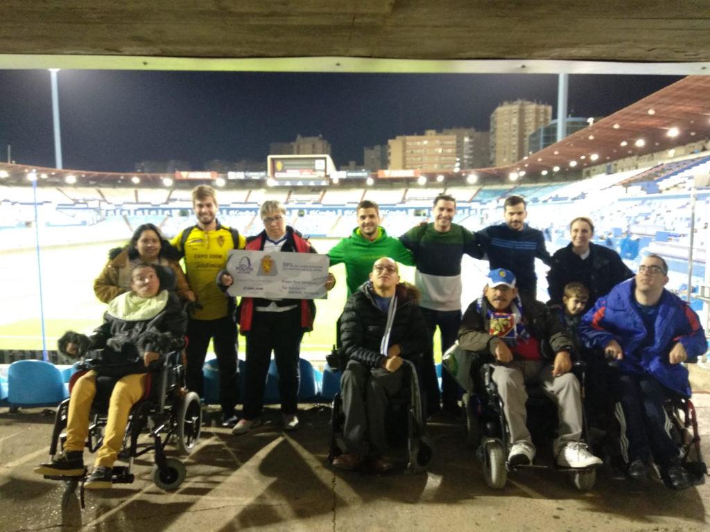 Miembros de la Fundación Aspace en el Partido del Real Zaragoza y al Apoel FC de Nicosia (Chipre)