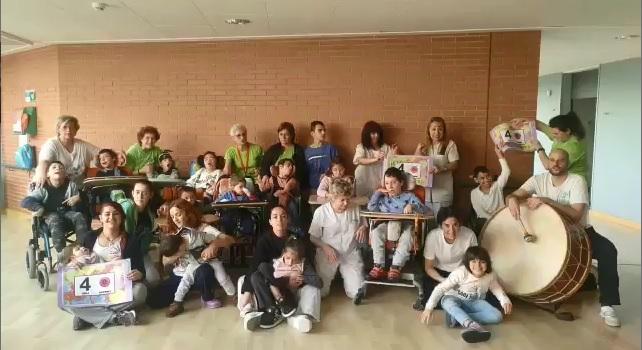 Niños del Colegio San Germán, sus familias y profesionales